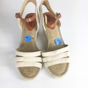 Lucky Brand Women Kylo Cream Open Toe Sandals